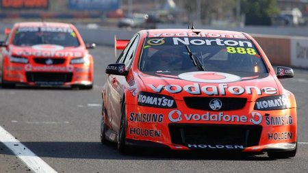 Craig Lowndes, Australian V8 Super-car driver in action